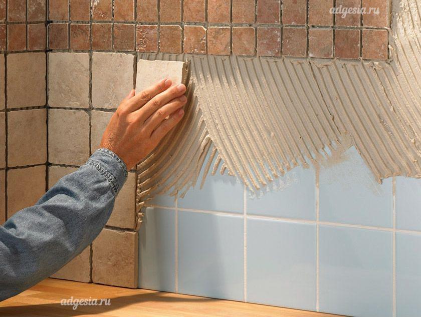 Как приклеить кафельную плитку своими руками